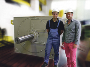 CEO Mathis Menzel (right) traveled to Oman in person to make sure the Menzel replacement motor would be a perfect fit in the application